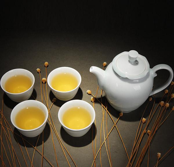 青白瓷荷叶茶壶(一壶四杯)